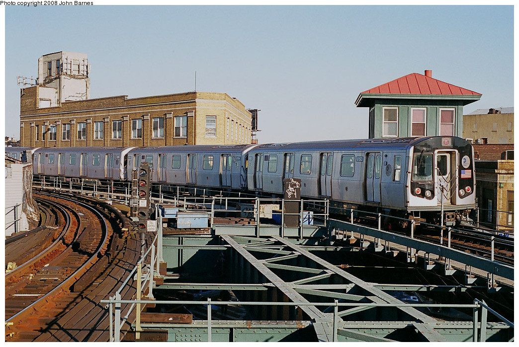 (333k, 1044x699)<br><b>Country:</b> United States<br><b>City:</b> New York<br><b>System:</b> New York City Transit<br><b>Line:</b> BMT Myrtle Avenue Line<br><b>Location:</b> Wyckoff Avenue <br><b>Route:</b> M<br><b>Car:</b> R-143 (Kawasaki, 2001-2002) 8193 <br><b>Photo by:</b> John Barnes<br><b>Date:</b> 11/9/2003<br><b>Viewed (this week/total):</b> 2 / 1258