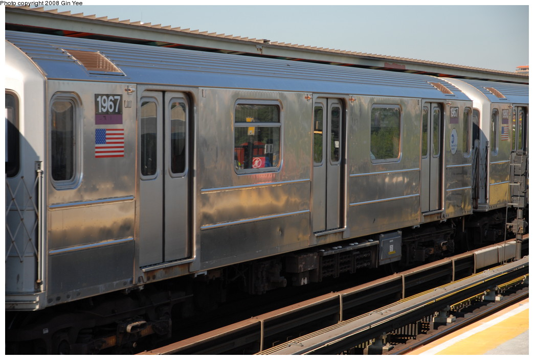 (208k, 1044x705)<br><b>Country:</b> United States<br><b>City:</b> New York<br><b>System:</b> New York City Transit<br><b>Line:</b> IRT Flushing Line<br><b>Location:</b> Willets Point/Mets (fmr. Shea Stadium) <br><b>Route:</b> 7<br><b>Car:</b> R-62A (Bombardier, 1984-1987)  1967 <br><b>Photo by:</b> Gin Yee<br><b>Date:</b> 9/8/2008<br><b>Viewed (this week/total):</b> 0 / 782