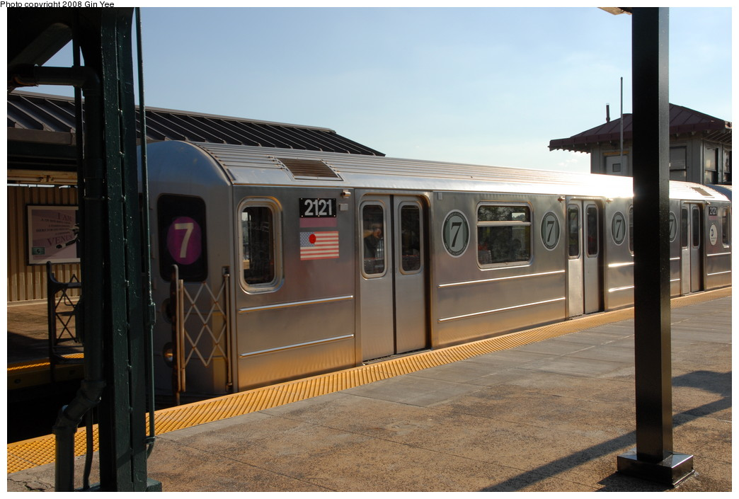 (209k, 1044x705)<br><b>Country:</b> United States<br><b>City:</b> New York<br><b>System:</b> New York City Transit<br><b>Line:</b> IRT Flushing Line<br><b>Location:</b> Willets Point/Mets (fmr. Shea Stadium) <br><b>Route:</b> 7<br><b>Car:</b> R-62A (Bombardier, 1984-1987)  2121 <br><b>Photo by:</b> Gin Yee<br><b>Date:</b> 9/8/2008<br><b>Notes:</b> Note 7-US Open logos on car.<br><b>Viewed (this week/total):</b> 1 / 735
