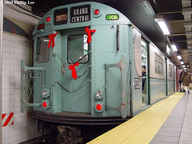 (109k, 800x600)<br><b>Country:</b> United States<br><b>City:</b> New York<br><b>System:</b> New York City Transit<br><b>Line:</b> IRT Times Square-Grand Central Shuttle<br><b>Location:</b> Grand Central <br><b>Route:</b> Fan Trip<br><b>Car:</b> R-33 World's Fair (St. Louis, 1963-64) 9306 <br><b>Photo by:</b> Phillip Lee<br><b>Date:</b> 12/19/2004<br><b>Viewed (this week/total):</b> 0 / 1120