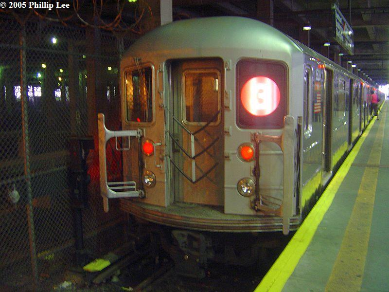 (82k, 800x600)<br><b>Country:</b> United States<br><b>City:</b> New York<br><b>System:</b> New York City Transit<br><b>Line:</b> IRT Lenox Line<br><b>Location:</b> 148th Street/Lenox Terminal <br><b>Route:</b> 3<br><b>Car:</b> R-62 (Kawasaki, 1983-1985)  1520 <br><b>Photo by:</b> Phillip Lee<br><b>Date:</b> 6/30/2005<br><b>Viewed (this week/total):</b> 3 / 1200