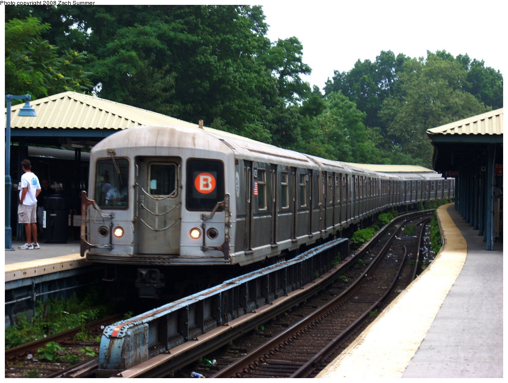 (287k, 1044x788)<br><b>Country:</b> United States<br><b>City:</b> New York<br><b>System:</b> New York City Transit<br><b>Line:</b> BMT Brighton Line<br><b>Location:</b> Sheepshead Bay <br><b>Route:</b> B<br><b>Car:</b> R-40M (St. Louis, 1969)  4528 <br><b>Photo by:</b> Zach Summer<br><b>Date:</b> 7/23/2008<br><b>Viewed (this week/total):</b> 1 / 1235