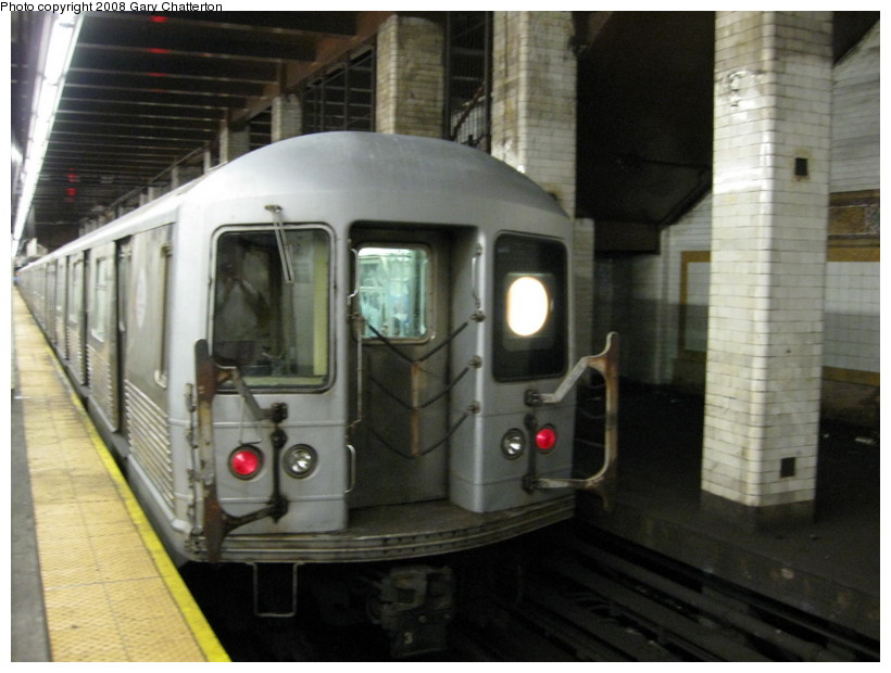 (118k, 820x620)<br><b>Country:</b> United States<br><b>City:</b> New York<br><b>System:</b> New York City Transit<br><b>Line:</b> BMT Nassau Street/Jamaica Line<br><b>Location:</b> Chambers Street <br><b>Route:</b> Z<br><b>Car:</b> R-42 (St. Louis, 1969-1970)  4833 <br><b>Photo by:</b> Gary Chatterton<br><b>Date:</b> 9/10/2008<br><b>Viewed (this week/total):</b> 0 / 2206