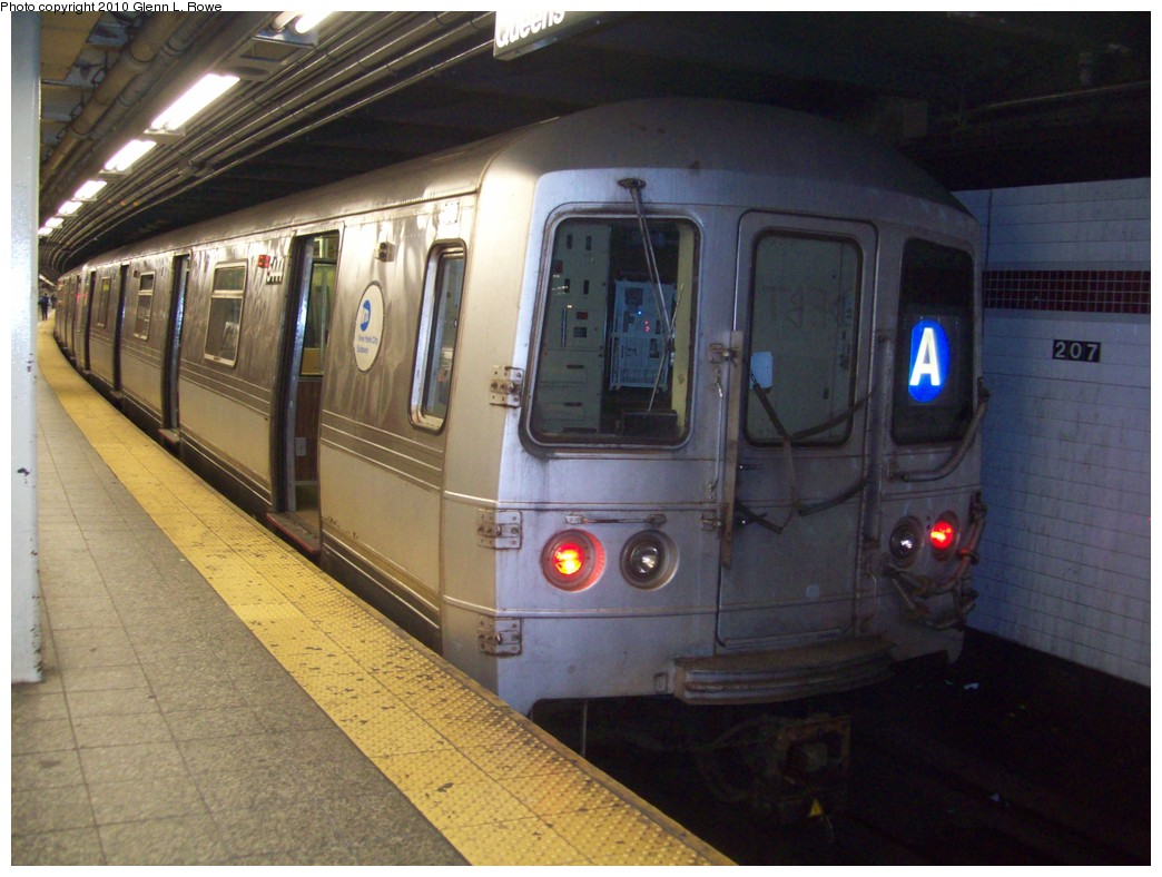 (204k, 1044x788)<br><b>Country:</b> United States<br><b>City:</b> New York<br><b>System:</b> New York City Transit<br><b>Line:</b> IND 8th Avenue Line<br><b>Location:</b> 207th Street <br><b>Route:</b> A<br><b>Car:</b> R-44 (St. Louis, 1971-73) 5444 <br><b>Photo by:</b> Glenn L. Rowe<br><b>Date:</b> 4/2/2010<br><b>Viewed (this week/total):</b> 4 / 815