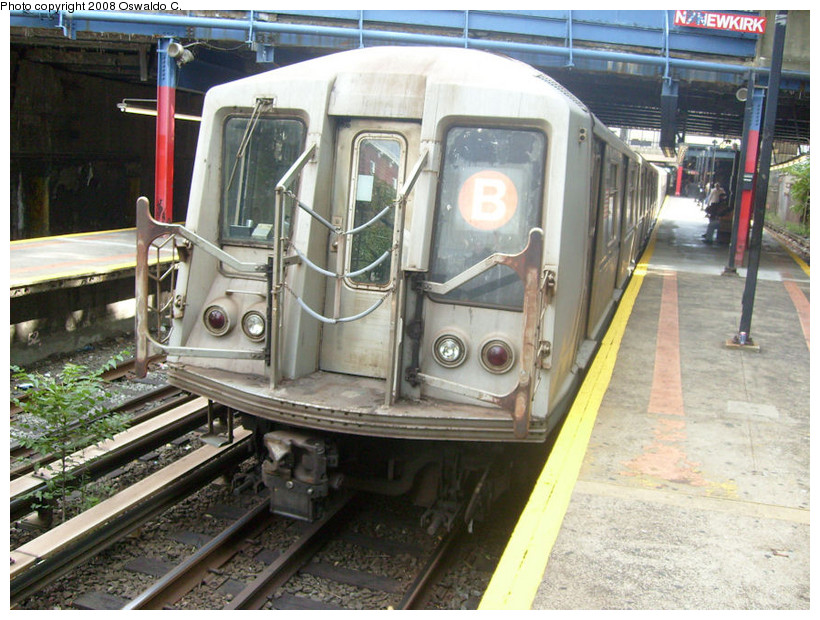 (200k, 820x620)<br><b>Country:</b> United States<br><b>City:</b> New York<br><b>System:</b> New York City Transit<br><b>Line:</b> BMT Brighton Line<br><b>Location:</b> Newkirk Plaza (fmrly Newkirk Ave.) <br><b>Route:</b> B<br><b>Car:</b> R-40 (St. Louis, 1968)   <br><b>Photo by:</b> Oswaldo C.<br><b>Date:</b> 9/19/2008<br><b>Viewed (this week/total):</b> 0 / 1395