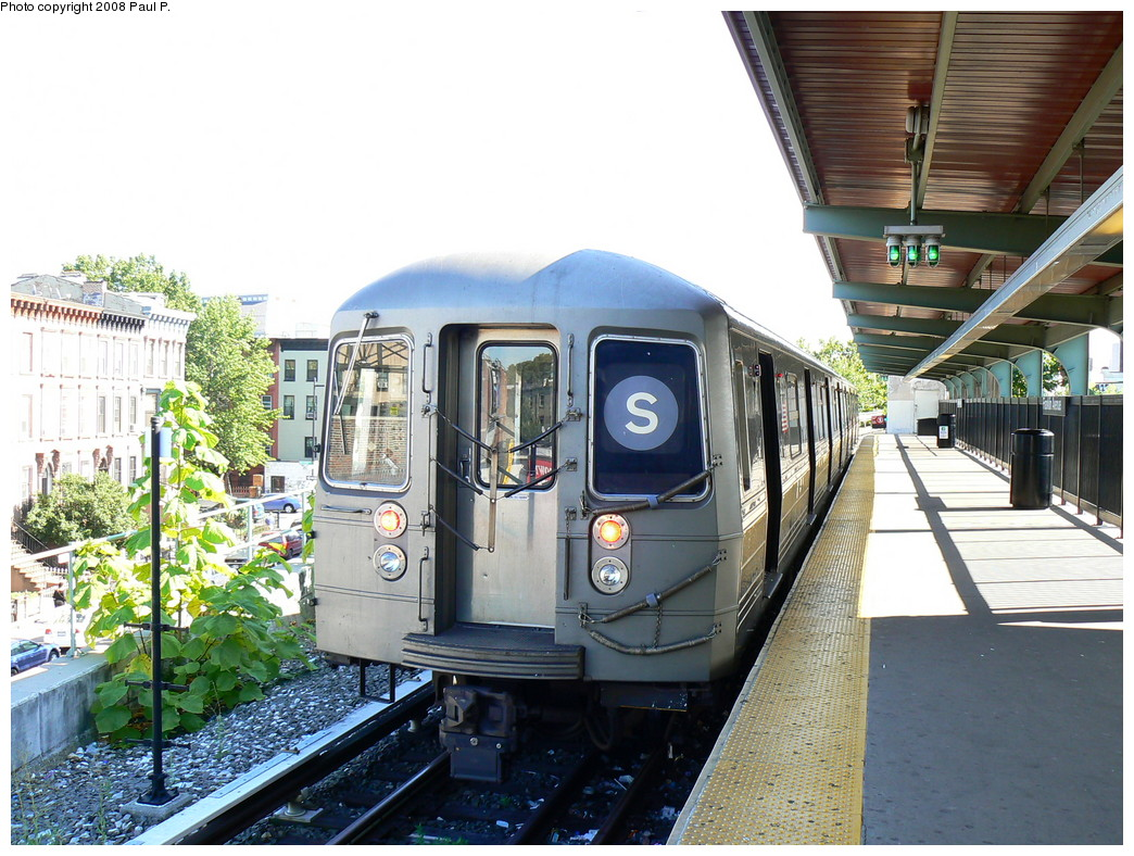 (282k, 1044x788)<br><b>Country:</b> United States<br><b>City:</b> New York<br><b>System:</b> New York City Transit<br><b>Line:</b> BMT Franklin<br><b>Location:</b> Franklin Avenue <br><b>Route:</b> Franklin Shuttle<br><b>Car:</b> R-68 (Westinghouse-Amrail, 1986-1988)  2920 <br><b>Photo by:</b> Paul P.<br><b>Date:</b> 8/26/2008<br><b>Viewed (this week/total):</b> 1 / 1636