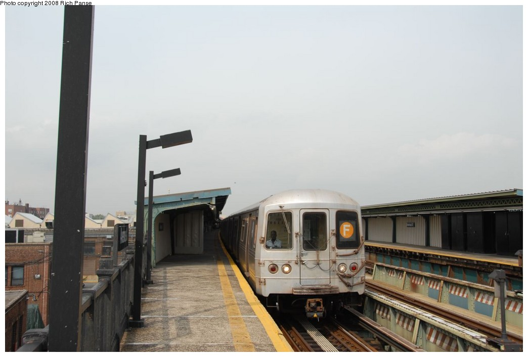 (152k, 1044x706)<br><b>Country:</b> United States<br><b>City:</b> New York<br><b>System:</b> New York City Transit<br><b>Line:</b> BMT Culver Line<br><b>Location:</b> Avenue X <br><b>Route:</b> F<br><b>Car:</b> R-46 (Pullman-Standard, 1974-75) 5822 <br><b>Photo by:</b> Richard Panse<br><b>Date:</b> 9/13/2008<br><b>Viewed (this week/total):</b> 1 / 666