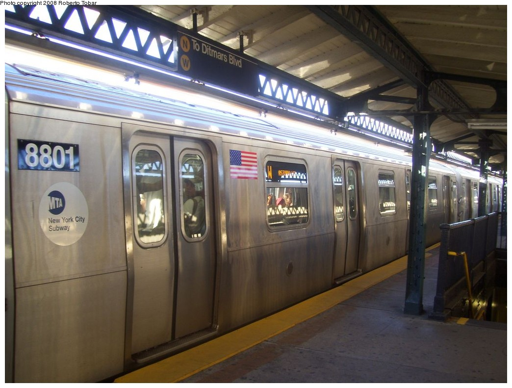 (195k, 1044x791)<br><b>Country:</b> United States<br><b>City:</b> New York<br><b>System:</b> New York City Transit<br><b>Line:</b> BMT Astoria Line<br><b>Location:</b> 36th/Washington Aves. <br><b>Route:</b> W<br><b>Car:</b> R-160B (Kawasaki, 2005-2008)  8801 <br><b>Photo by:</b> Roberto C. Tobar<br><b>Date:</b> 9/19/2008<br><b>Viewed (this week/total):</b> 0 / 1662