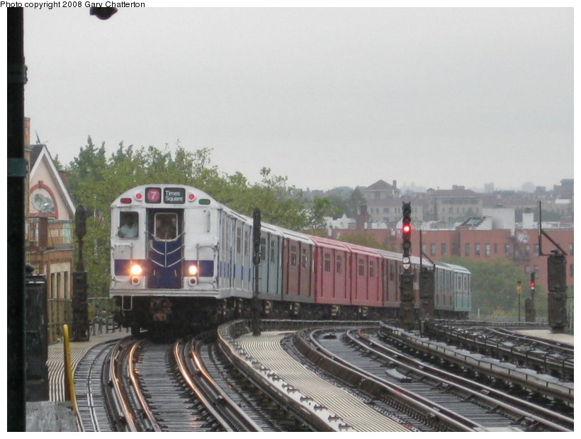 (124k, 820x620)<br><b>Country:</b> United States<br><b>City:</b> New York<br><b>System:</b> New York City Transit<br><b>Line:</b> IRT Flushing Line<br><b>Location:</b> 52nd Street/Lincoln Avenue <br><b>Route:</b> Museum Train Service (7)<br><b>Car:</b> R-33 Main Line (St. Louis, 1962-63) 9010 <br><b>Photo by:</b> Gary Chatterton<br><b>Date:</b> 9/28/2008<br><b>Notes:</b> Shea Stadium closing day special<br><b>Viewed (this week/total):</b> 2 / 1123