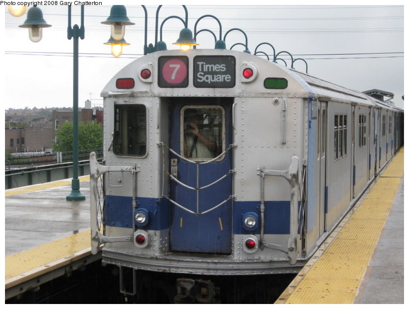 (125k, 820x620)<br><b>Country:</b> United States<br><b>City:</b> New York<br><b>System:</b> New York City Transit<br><b>Line:</b> IRT Flushing Line<br><b>Location:</b> 61st Street/Woodside <br><b>Route:</b> Museum Train Service (7)<br><b>Car:</b> R-33 Main Line (St. Louis, 1962-63) 9010 <br><b>Photo by:</b> Gary Chatterton<br><b>Date:</b> 9/28/2008<br><b>Notes:</b> Shea Stadium closing day special<br><b>Viewed (this week/total):</b> 0 / 1016