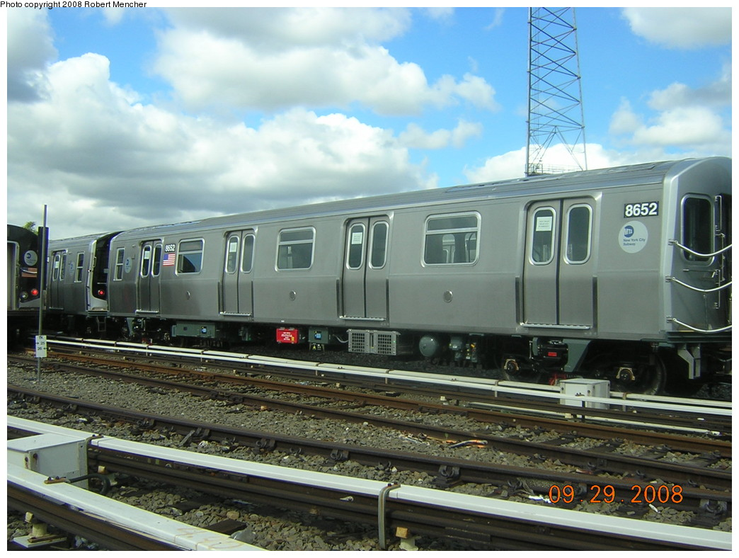 (248k, 1044x788)<br><b>Country:</b> United States<br><b>City:</b> New York<br><b>System:</b> New York City Transit<br><b>Location:</b> East New York Yard/Shops<br><b>Car:</b> R-160A-1 (Alstom, 2005-2008, 4 car sets)  8552 <br><b>Photo by:</b> Robert Mencher<br><b>Date:</b> 9/29/2008<br><b>Viewed (this week/total):</b> 1 / 1154