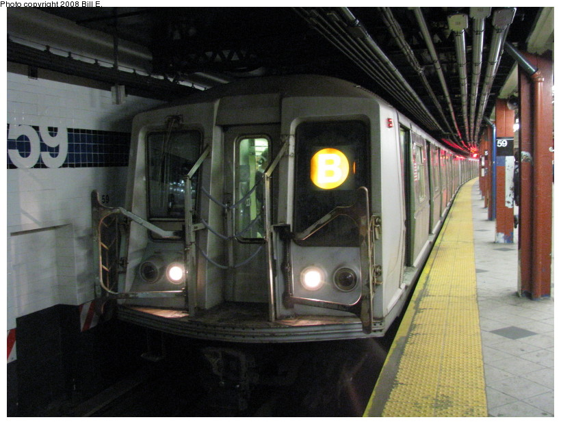(144k, 820x620)<br><b>Country:</b> United States<br><b>City:</b> New York<br><b>System:</b> New York City Transit<br><b>Line:</b> IND 8th Avenue Line<br><b>Location:</b> 59th Street/Columbus Circle <br><b>Route:</b> B<br><b>Car:</b> R-40 (St. Louis, 1968)   <br><b>Photo by:</b> Bill E.<br><b>Date:</b> 10/1/2008<br><b>Viewed (this week/total):</b> 0 / 1269