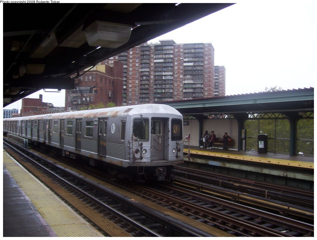 (192k, 1044x791)<br><b>Country:</b> United States<br><b>City:</b> New York<br><b>System:</b> New York City Transit<br><b>Line:</b> BMT Nassau Street/Jamaica Line<br><b>Location:</b> Lorimer Street <br><b>Route:</b> J<br><b>Car:</b> R-42 (St. Louis, 1969-1970)  4824 <br><b>Photo by:</b> Roberto C. Tobar<br><b>Date:</b> 9/26/2008<br><b>Viewed (this week/total):</b> 2 / 756