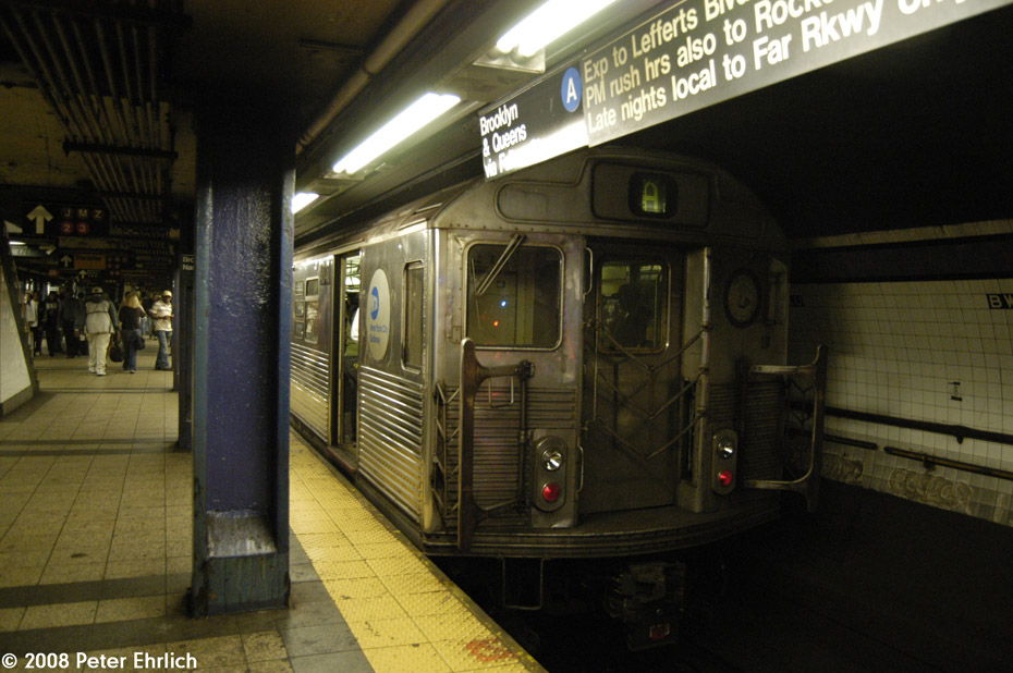 (192k, 930x618)<br><b>Country:</b> United States<br><b>City:</b> New York<br><b>System:</b> New York City Transit<br><b>Line:</b> IND 8th Avenue Line<br><b>Location:</b> Fulton Street (Broadway/Nassau) <br><b>Route:</b> A<br><b>Car:</b> R-38 (St. Louis, 1966-1967)  4040 <br><b>Photo by:</b> Peter Ehrlich<br><b>Date:</b> 9/30/2008<br><b>Viewed (this week/total):</b> 1 / 1996