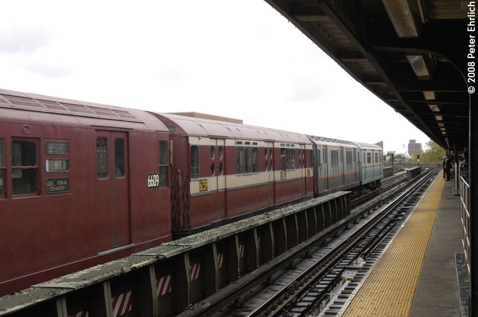 (166k, 930x618)<br><b>Country:</b> United States<br><b>City:</b> New York<br><b>System:</b> New York City Transit<br><b>Line:</b> IRT Flushing Line<br><b>Location:</b> 46th Street/Bliss Street <br><b>Route:</b> Museum Train Service (7)<br><b>Car:</b> R-15 (American Car & Foundry, 1950) 6239 <br><b>Photo by:</b> Peter Ehrlich<br><b>Date:</b> 9/28/2008<br><b>Notes:</b> 46 St-Bliss Street outbound.<br><b>Viewed (this week/total):</b> 3 / 604