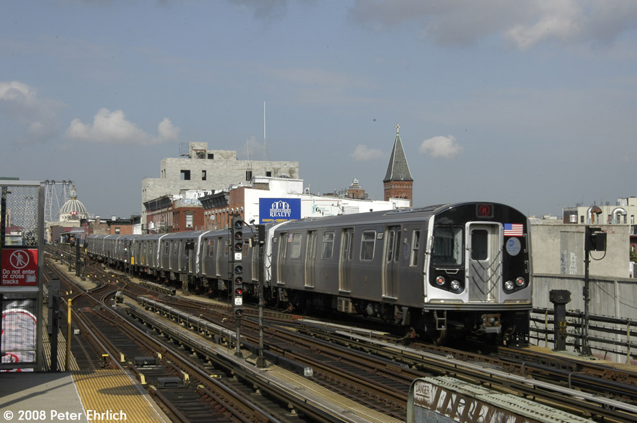 (189k, 930x618)<br><b>Country:</b> United States<br><b>City:</b> New York<br><b>System:</b> New York City Transit<br><b>Line:</b> BMT Nassau Street/Jamaica Line<br><b>Location:</b> Hewes Street <br><b>Route:</b> M<br><b>Car:</b> R-160A-1 (Alstom, 2005-2008, 4 car sets)  8337 <br><b>Photo by:</b> Peter Ehrlich<br><b>Date:</b> 9/30/2008<br><b>Notes:</b> Inbound train.<br><b>Viewed (this week/total):</b> 0 / 1099