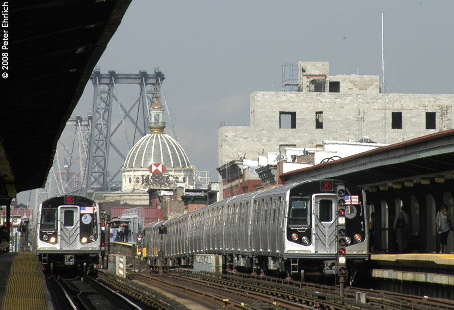 (194k, 930x635)<br><b>Country:</b> United States<br><b>City:</b> New York<br><b>System:</b> New York City Transit<br><b>Line:</b> BMT Nassau Street/Jamaica Line<br><b>Location:</b> Hewes Street <br><b>Route:</b> M<br><b>Car:</b> R-160A-1 (Alstom, 2005-2008, 4 car sets)  8365 <br><b>Photo by:</b> Peter Ehrlich<br><b>Date:</b> 9/30/2008<br><b>Notes:</b> Approaching Hewes St. outbound.  With 8625 inbound.<br><b>Viewed (this week/total):</b> 1 / 1059