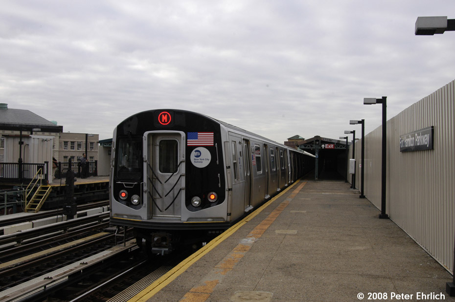 (162k, 930x618)<br><b>Country:</b> United States<br><b>City:</b> New York<br><b>System:</b> New York City Transit<br><b>Line:</b> BMT West End Line<br><b>Location:</b> Fort Hamilton Parkway <br><b>Route:</b> M<br><b>Car:</b> R-160A-1 (Alstom, 2005-2008, 4 car sets)  8417 <br><b>Photo by:</b> Peter Ehrlich<br><b>Date:</b> 9/30/2008<br><b>Notes:</b> Outbound train.<br><b>Viewed (this week/total):</b> 3 / 1060