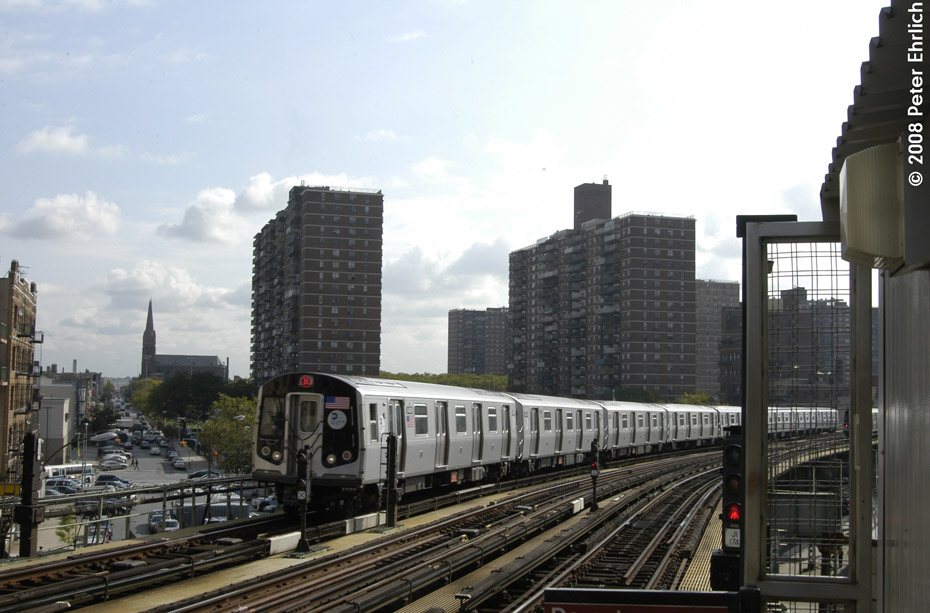(180k, 930x613)<br><b>Country:</b> United States<br><b>City:</b> New York<br><b>System:</b> New York City Transit<br><b>Line:</b> BMT Nassau Street/Jamaica Line<br><b>Location:</b> Hewes Street <br><b>Route:</b> M<br><b>Car:</b> R-160A-1 (Alstom, 2005-2008, 4 car sets)  8489 <br><b>Photo by:</b> Peter Ehrlich<br><b>Date:</b> 9/30/2008<br><b>Notes:</b> Inbound train.<br><b>Viewed (this week/total):</b> 1 / 1159