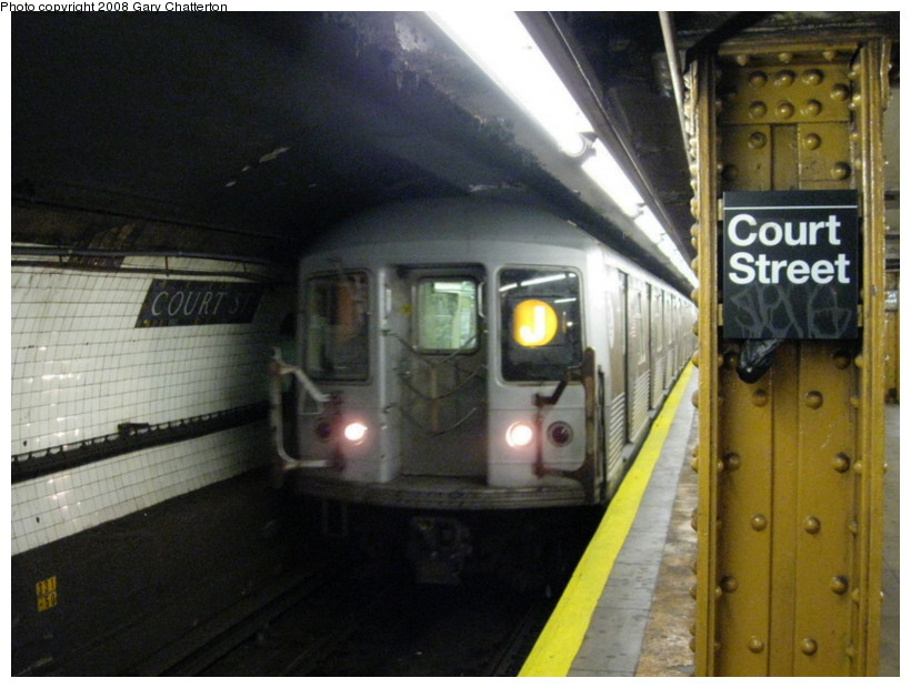 (126k, 820x620)<br><b>Country:</b> United States<br><b>City:</b> New York<br><b>System:</b> New York City Transit<br><b>Line:</b> BMT Broadway Line<br><b>Location:</b> Court Street <br><b>Route:</b> J Shuttle<br><b>Car:</b> R-42 (St. Louis, 1969-1970)  4811 <br><b>Photo by:</b> Gary Chatterton<br><b>Date:</b> 10/5/2008<br><b>Viewed (this week/total):</b> 1 / 1437