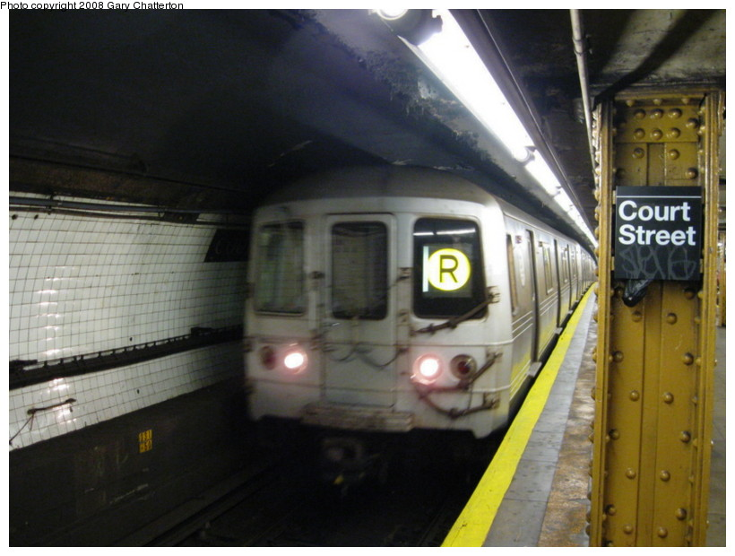 (122k, 820x620)<br><b>Country:</b> United States<br><b>City:</b> New York<br><b>System:</b> New York City Transit<br><b>Line:</b> BMT Broadway Line<br><b>Location:</b> Court Street <br><b>Route:</b> R<br><b>Car:</b> R-46 (Pullman-Standard, 1974-75) 6110 <br><b>Photo by:</b> Gary Chatterton<br><b>Date:</b> 10/5/2008<br><b>Viewed (this week/total):</b> 0 / 1529
