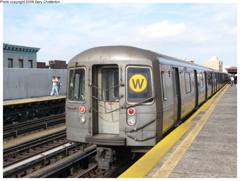 (136k, 820x620)<br><b>Country:</b> United States<br><b>City:</b> New York<br><b>System:</b> New York City Transit<br><b>Line:</b> BMT Astoria Line<br><b>Location:</b> 30th/Grand Aves. <br><b>Route:</b> W<br><b>Car:</b> R-68 (Westinghouse-Amrail, 1986-1988)  2910 <br><b>Photo by:</b> Gary Chatterton<br><b>Date:</b> 10/14/2008<br><b>Viewed (this week/total):</b> 4 / 986