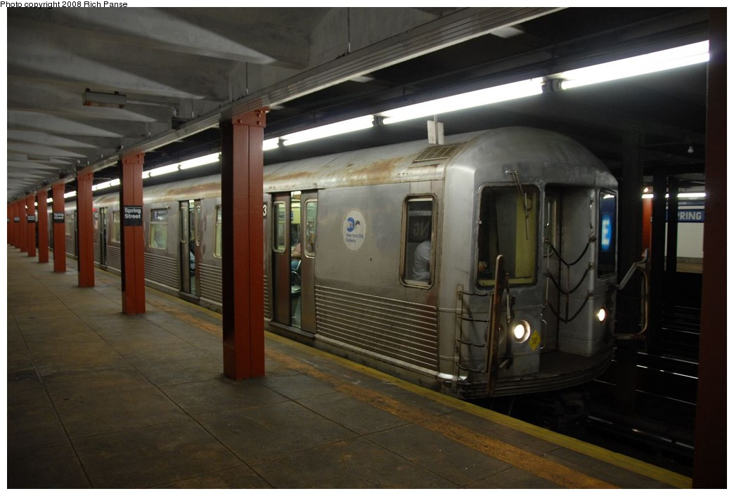 (143k, 1044x706)<br><b>Country:</b> United States<br><b>City:</b> New York<br><b>System:</b> New York City Transit<br><b>Line:</b> IND 8th Avenue Line<br><b>Location:</b> Spring Street <br><b>Route:</b> E<br><b>Car:</b> R-42 (St. Louis, 1969-1970)  4633 <br><b>Photo by:</b> Richard Panse<br><b>Date:</b> 9/25/2008<br><b>Viewed (this week/total):</b> 1 / 1242