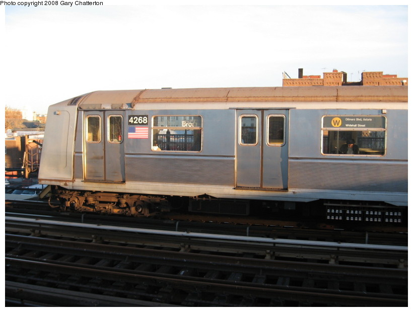 (101k, 820x620)<br><b>Country:</b> United States<br><b>City:</b> New York<br><b>System:</b> New York City Transit<br><b>Line:</b> BMT Astoria Line<br><b>Location:</b> Broadway <br><b>Route:</b> W<br><b>Car:</b> R-40 (St. Louis, 1968)  4268 <br><b>Photo by:</b> Gary Chatterton<br><b>Date:</b> 11/21/2006<br><b>Viewed (this week/total):</b> 0 / 1887