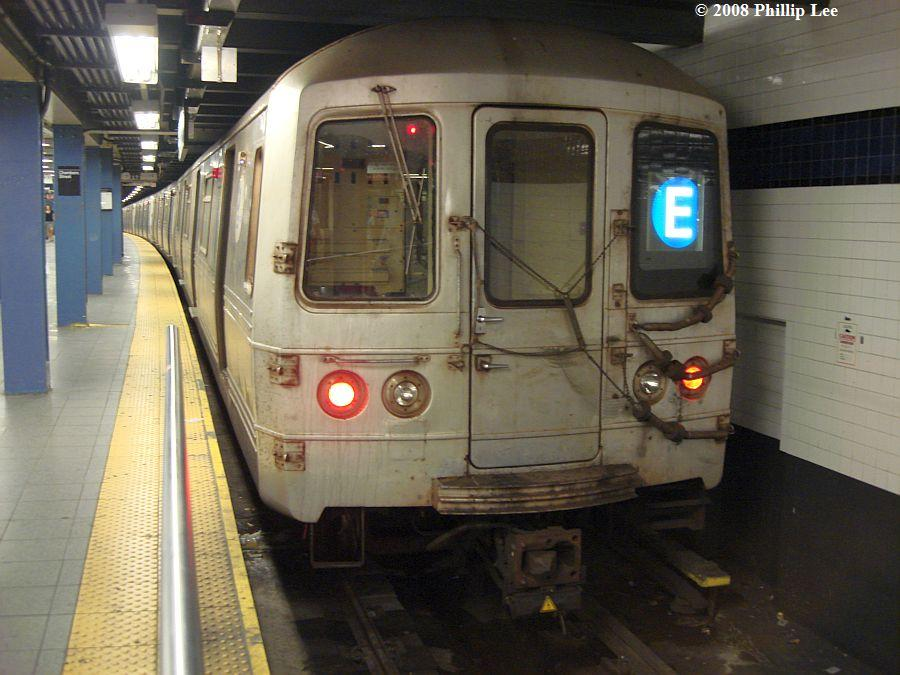 (106k, 900x675)<br><b>Country:</b> United States<br><b>City:</b> New York<br><b>System:</b> New York City Transit<br><b>Line:</b> IND 8th Avenue Line<br><b>Location:</b> Chambers Street/World Trade Center <br><b>Route:</b> E<br><b>Car:</b> R-46 (Pullman-Standard, 1974-75)  <br><b>Photo by:</b> Phillip Lee<br><b>Date:</b> 8/11/2008<br><b>Viewed (this week/total):</b> 0 / 1346