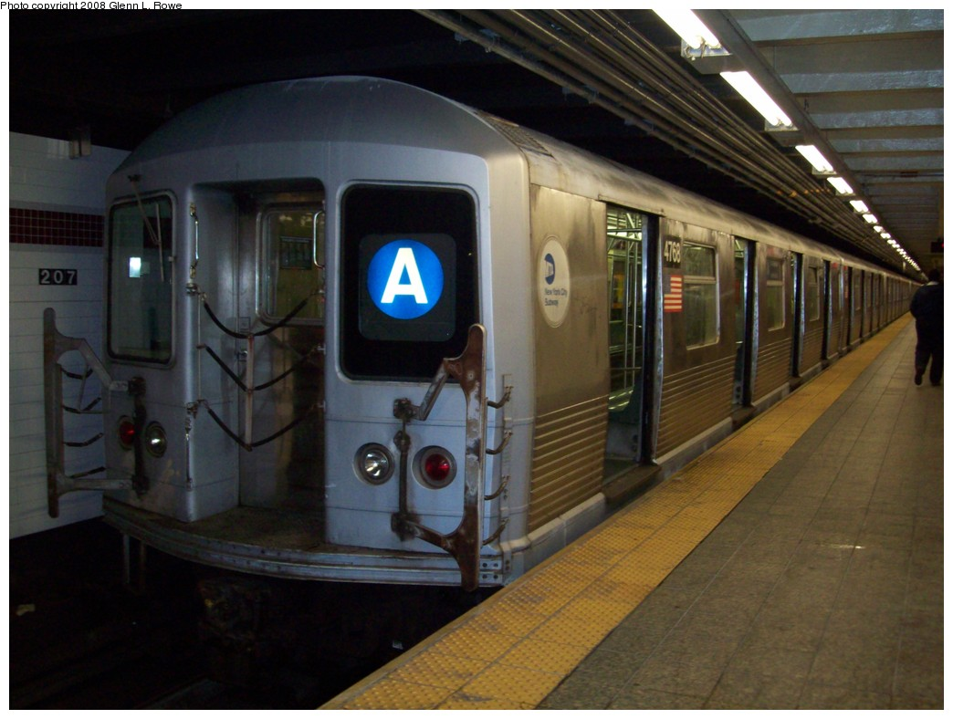 (186k, 1044x788)<br><b>Country:</b> United States<br><b>City:</b> New York<br><b>System:</b> New York City Transit<br><b>Line:</b> IND 8th Avenue Line<br><b>Location:</b> 207th Street <br><b>Route:</b> A<br><b>Car:</b> R-42 (St. Louis, 1969-1970)  4768 <br><b>Photo by:</b> Glenn L. Rowe<br><b>Date:</b> 11/7/2008<br><b>Viewed (this week/total):</b> 0 / 667