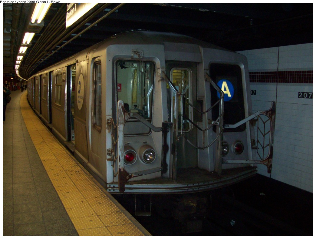 (186k, 1044x788)<br><b>Country:</b> United States<br><b>City:</b> New York<br><b>System:</b> New York City Transit<br><b>Line:</b> IND 8th Avenue Line<br><b>Location:</b> 207th Street <br><b>Route:</b> A<br><b>Car:</b> R-40 (St. Louis, 1968)  4403 <br><b>Photo by:</b> Glenn L. Rowe<br><b>Date:</b> 11/11/2008<br><b>Viewed (this week/total):</b> 3 / 891