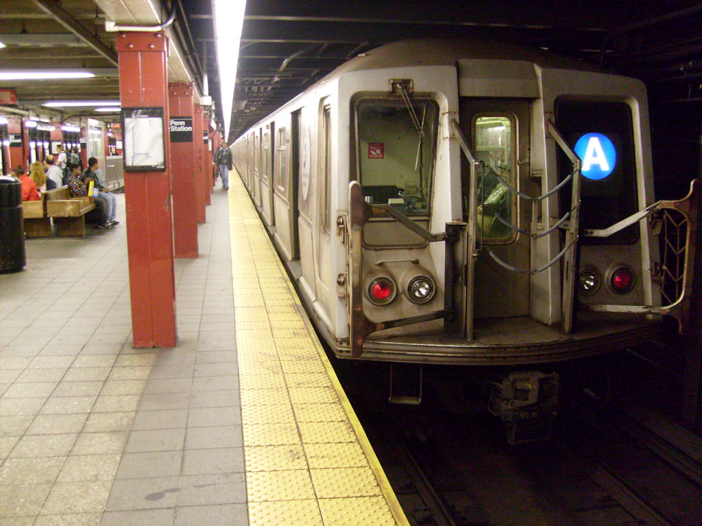 (192k, 1024x768)<br><b>Country:</b> United States<br><b>City:</b> New York<br><b>System:</b> New York City Transit<br><b>Line:</b> IND 8th Avenue Line<br><b>Location:</b> 34th Street/Penn Station <br><b>Route:</b> A<br><b>Car:</b> R-40 (St. Louis, 1968)   <br><b>Photo by:</b> Oswaldo C.<br><b>Date:</b> 11/15/2008<br><b>Viewed (this week/total):</b> 8 / 1694