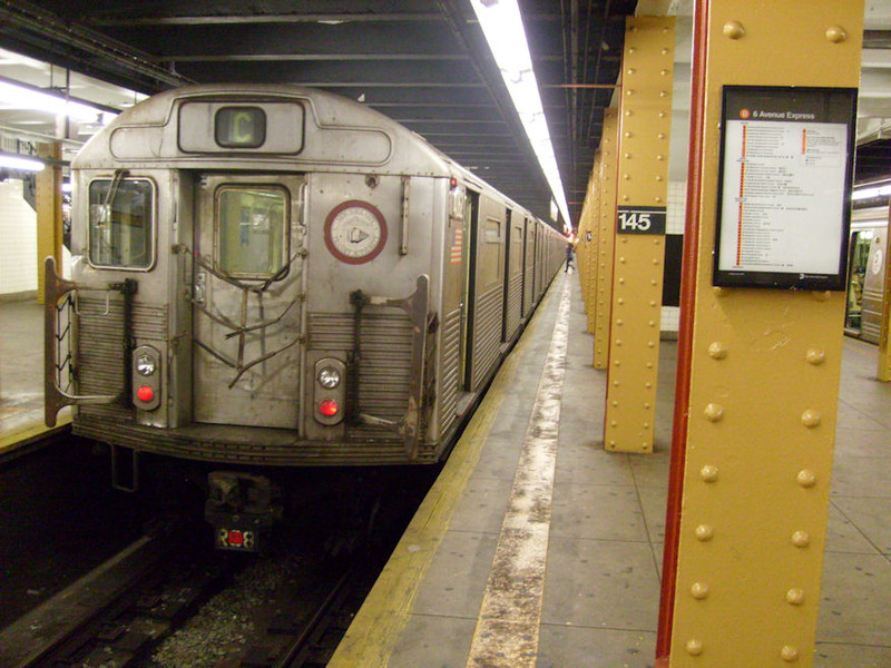 (179k, 800x600)<br><b>Country:</b> United States<br><b>City:</b> New York<br><b>System:</b> New York City Transit<br><b>Line:</b> IND 8th Avenue Line<br><b>Location:</b> 145th Street <br><b>Route:</b> C<br><b>Car:</b> R-38 (St. Louis, 1966-1967)   <br><b>Photo by:</b> Oswaldo C.<br><b>Date:</b> 11/15/2008<br><b>Viewed (this week/total):</b> 2 / 1340