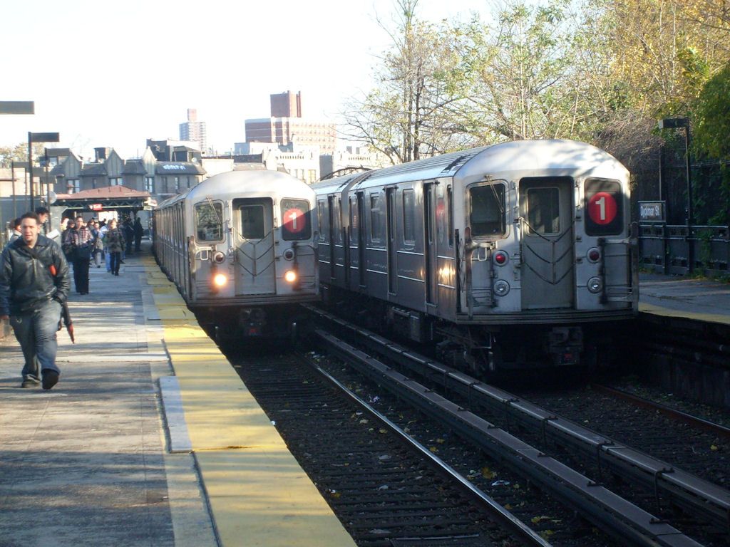 (197k, 1024x768)<br><b>Country:</b> United States<br><b>City:</b> New York<br><b>System:</b> New York City Transit<br><b>Line:</b> IRT West Side Line<br><b>Location:</b> Dyckman Street <br><b>Route:</b> 1<br><b>Car:</b> R-62A (Bombardier, 1984-1987)   <br><b>Photo by:</b> Oswaldo C.<br><b>Date:</b> 11/17/2008<br><b>Viewed (this week/total):</b> 0 / 1470