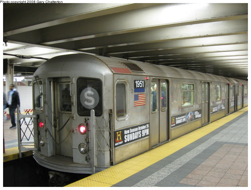 (132k, 820x620)<br><b>Country:</b> United States<br><b>City:</b> New York<br><b>System:</b> New York City Transit<br><b>Line:</b> IRT Times Square-Grand Central Shuttle<br><b>Location:</b> Grand Central <br><b>Route:</b> S<br><b>Car:</b> R-62A (Bombardier, 1984-1987)  1951 <br><b>Photo by:</b> Gary Chatterton<br><b>Date:</b> 11/5/2008<br><b>Viewed (this week/total):</b> 0 / 1217