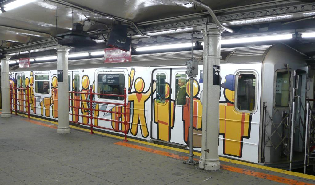 (111k, 1024x603)<br><b>Country:</b> United States<br><b>City:</b> New York<br><b>System:</b> New York City Transit<br><b>Line:</b> IRT Times Square-Grand Central Shuttle<br><b>Location:</b> Grand Central <br><b>Route:</b> S<br><b>Car:</b> R-62A (Bombardier, 1984-1987)  1926 <br><b>Photo by:</b> Robbie Rosenfeld<br><b>Date:</b> 11/12/2008<br><b>Viewed (this week/total):</b> 0 / 1784