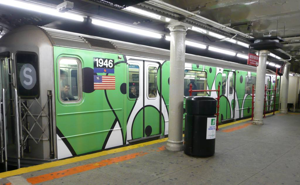 (91k, 1024x633)<br><b>Country:</b> United States<br><b>City:</b> New York<br><b>System:</b> New York City Transit<br><b>Line:</b> IRT Times Square-Grand Central Shuttle<br><b>Location:</b> Grand Central <br><b>Route:</b> S<br><b>Car:</b> R-62A (Bombardier, 1984-1987)  1946 <br><b>Photo by:</b> Robbie Rosenfeld<br><b>Date:</b> 11/12/2008<br><b>Viewed (this week/total):</b> 2 / 2014