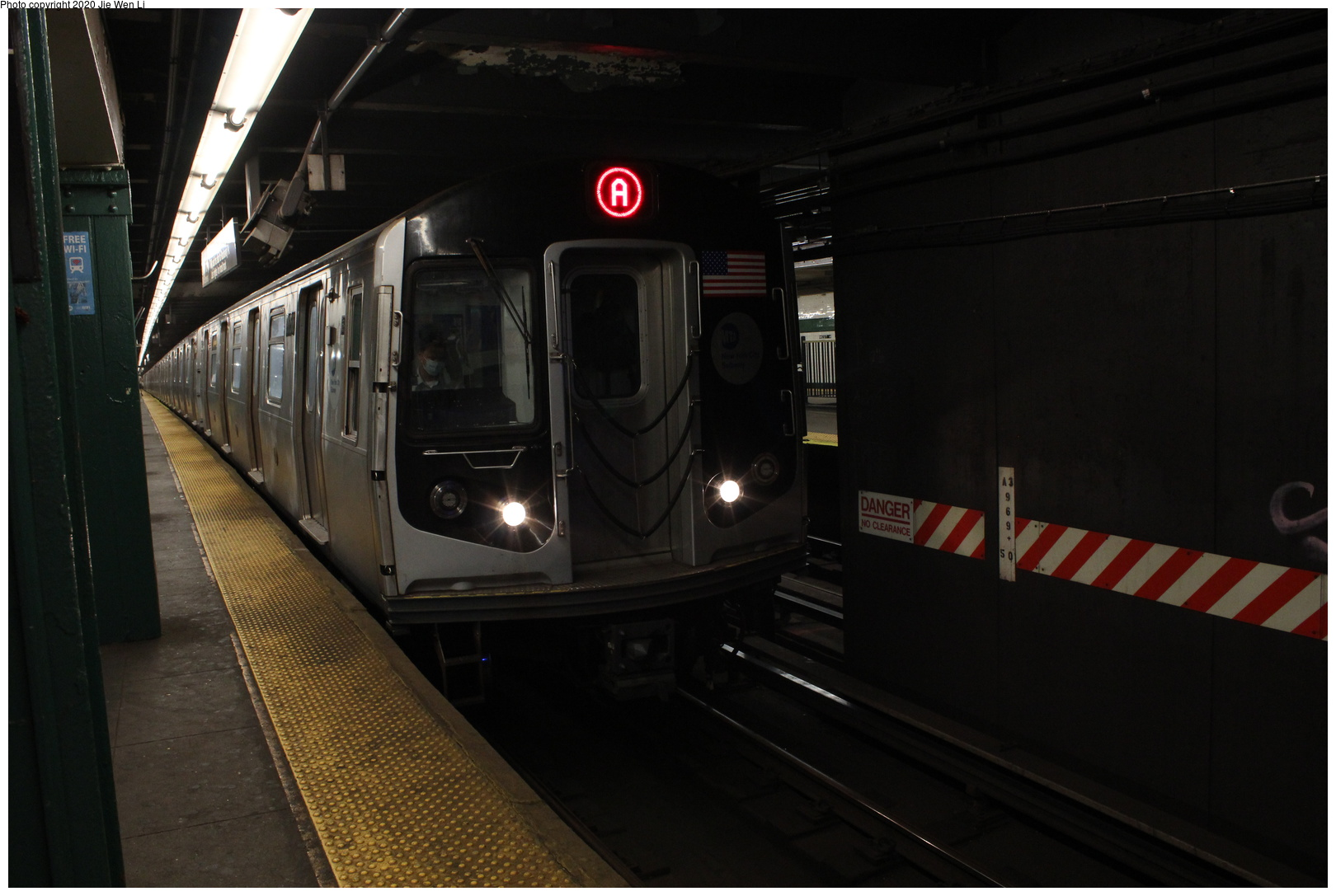 (245k, 1044x684)<br><b>Country:</b> United States<br><b>City:</b> New York<br><b>System:</b> New York City Transit<br><b>Line:</b> IRT Flushing Line<br><b>Location:</b> Willets Point/Mets (fmr. Shea Stadium) <br><b>Route:</b> 7 Special<br><b>Car:</b> R-29 (St. Louis, 1962)  <br><b>Photo by:</b> Joel Shanus<br><b>Date:</b> 1964<br><b>Viewed (this week/total):</b> 1 / 1944