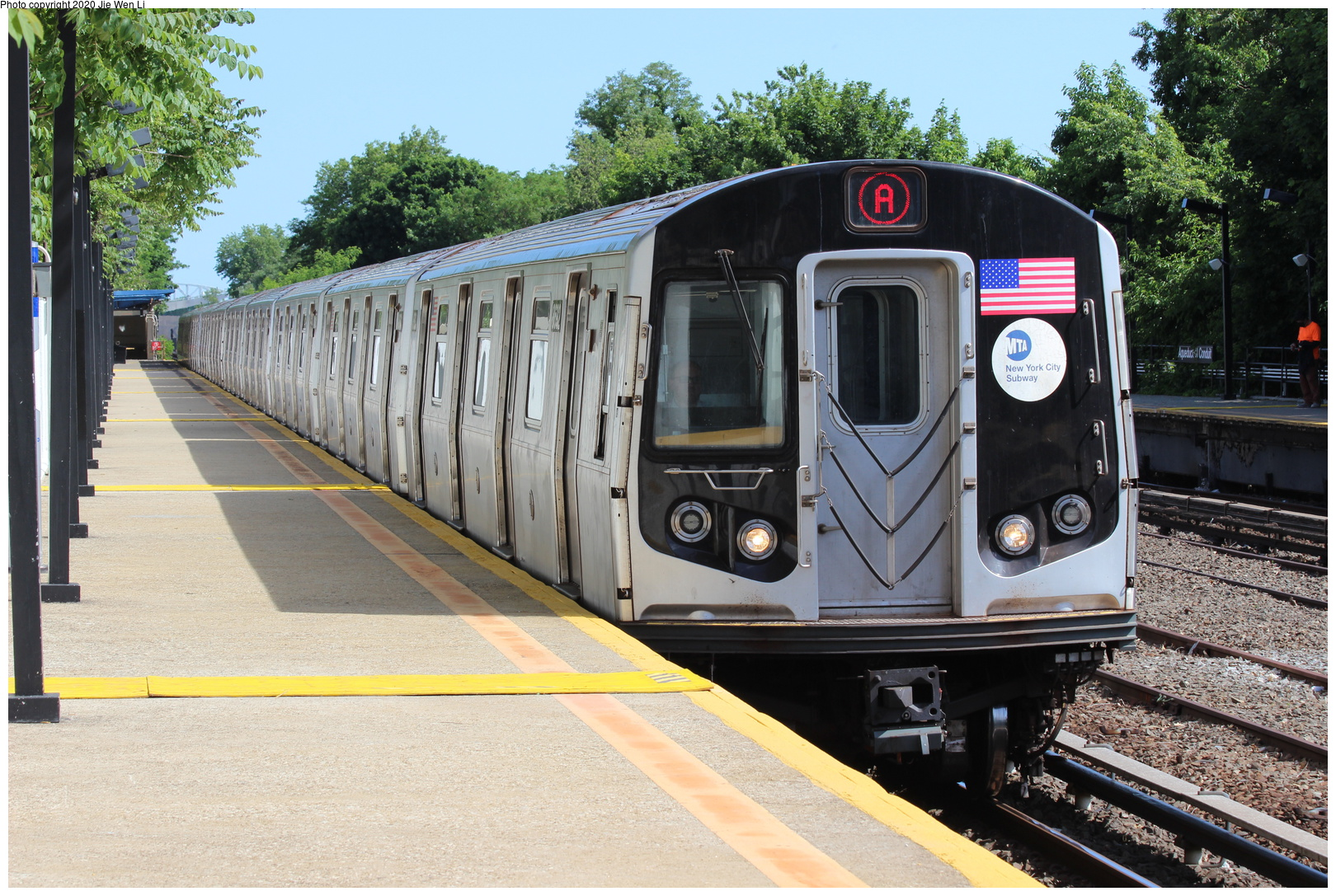 (261k, 1044x1037)<br><b>Country:</b> United States<br><b>City:</b> New York<br><b>System:</b> New York City Transit<br><b>Line:</b> BMT Canarsie Line<br><b>Location:</b> Broadway Junction <br><b>Car:</b> BMT Multi  <br><b>Photo by:</b> Joel Shanus<br><b>Notes:</b> Lefferts (Fulton line) train at Bway Jct.<br><b>Viewed (this week/total):</b> 0 / 1312