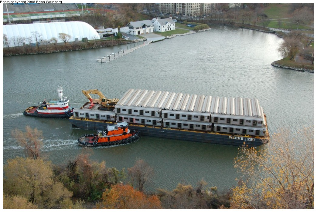 (294k, 1044x700)<br><b>Country:</b> United States<br><b>City:</b> New York<br><b>System:</b> New York City Transit<br><b>Location:</b> Harlem River Ship Canal<br><b>Car:</b> R-32 (Budd, 1964)   <br><b>Photo by:</b> Brian Weinberg<br><b>Date:</b> 11/21/2008<br><b>Viewed (this week/total):</b> 1 / 1092