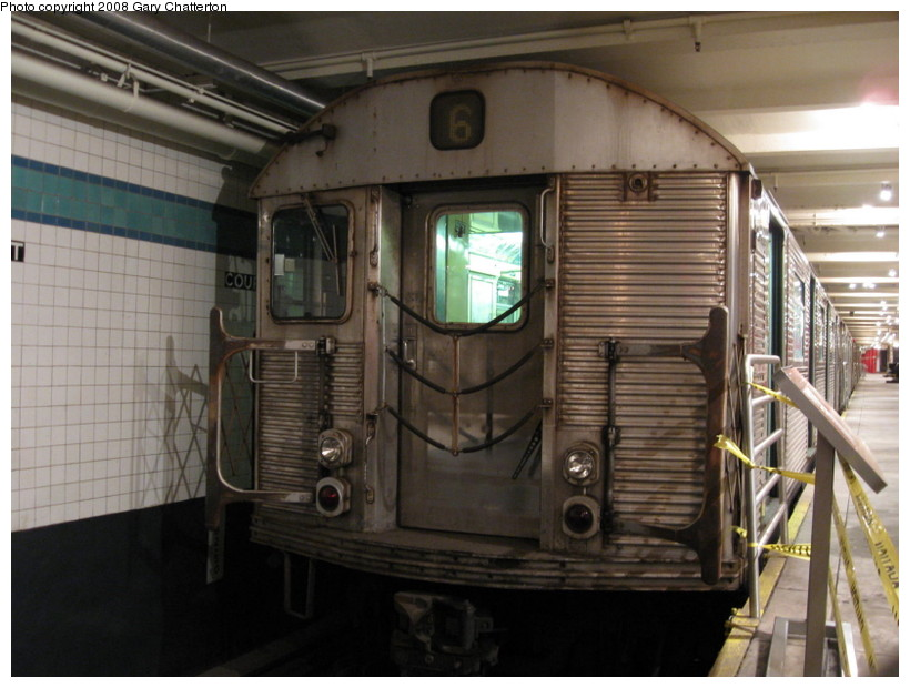 (128k, 820x620)<br><b>Country:</b> United States<br><b>City:</b> New York<br><b>System:</b> New York City Transit<br><b>Location:</b> New York Transit Museum<br><b>Car:</b> R-32 (Budd, 1964)  3353 <br><b>Photo by:</b> Gary Chatterton<br><b>Date:</b> 11/19/2008<br><b>Viewed (this week/total):</b> 5 / 2127