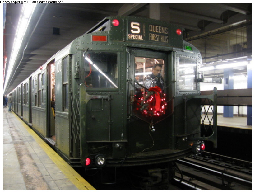(121k, 820x620)<br><b>Country:</b> United States<br><b>City:</b> New York<br><b>System:</b> New York City Transit<br><b>Line:</b> IND 6th Avenue Line<br><b>Location:</b> 2nd Avenue <br><b>Route:</b> Museum Train Service (V)<br><b>Car:</b> R-1 (American Car & Foundry, 1930-1931) 100 <br><b>Photo by:</b> Gary Chatterton<br><b>Date:</b> 11/30/2008<br><b>Viewed (this week/total):</b> 0 / 755