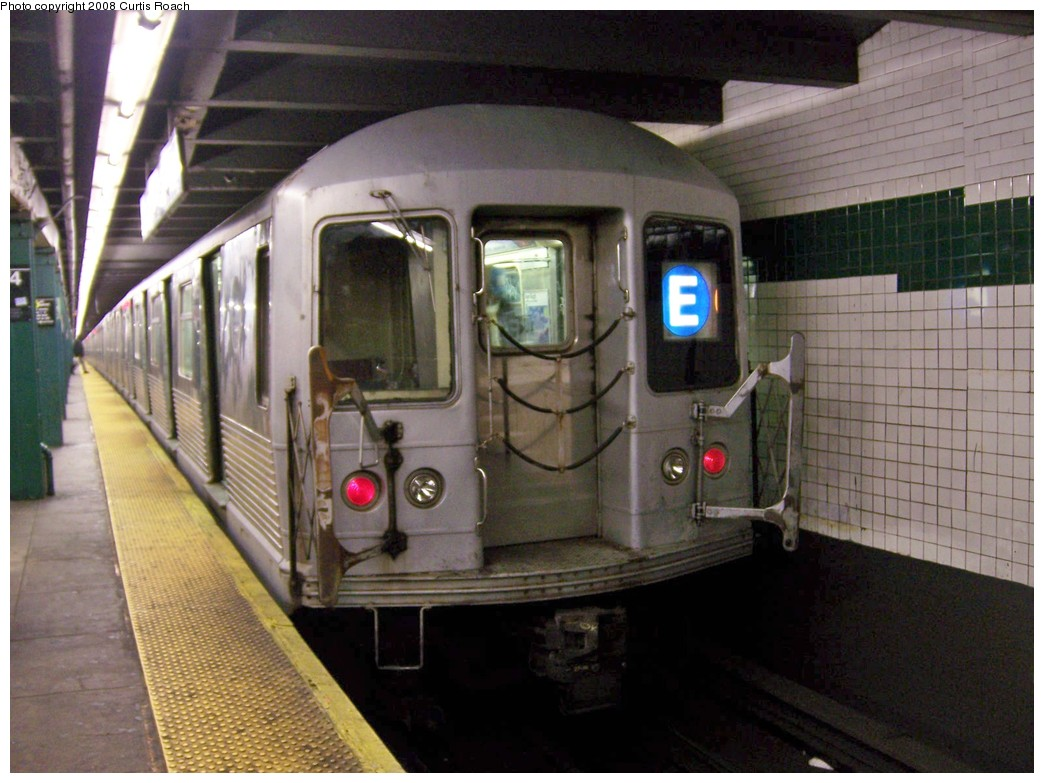 (203k, 1044x783)<br><b>Country:</b> United States<br><b>City:</b> New York<br><b>System:</b> New York City Transit<br><b>Line:</b> IND 8th Avenue Line<br><b>Location:</b> West 4th Street/Washington Square <br><b>Route:</b> E<br><b>Car:</b> R-42 (St. Louis, 1969-1970)  4675 <br><b>Photo by:</b> Curtis Roach<br><b>Date:</b> 12/7/2008<br><b>Viewed (this week/total):</b> 1 / 955