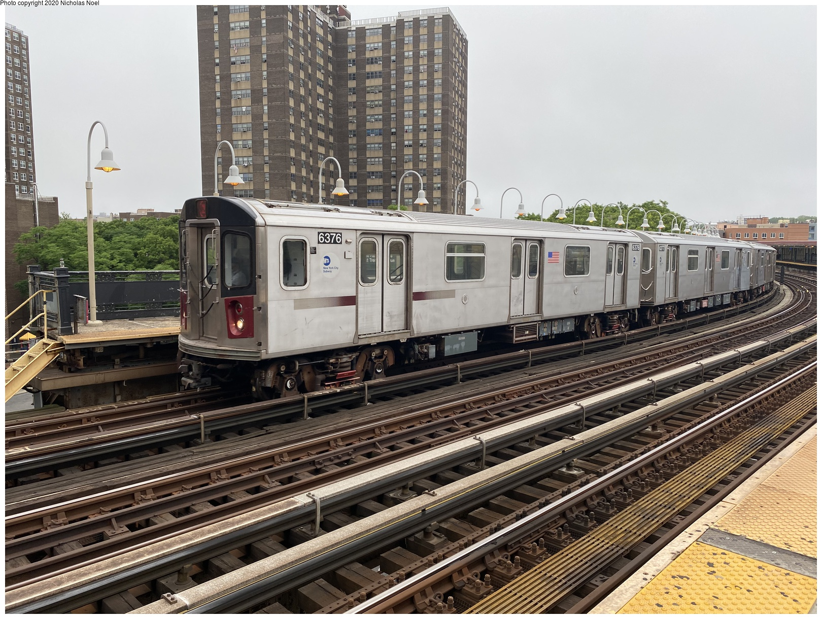 (188k, 1044x727)<br><b>Country:</b> United States<br><b>City:</b> New York<br><b>System:</b> New York City Transit<br><b>Line:</b> BMT West End Line<br><b>Location:</b> Bay 50th Street <br><b>Car:</b> BMT D-Type Triplex 6077 <br><b>Photo by:</b> Joel Shanus<br><b>Viewed (this week/total):</b> 2 / 2367