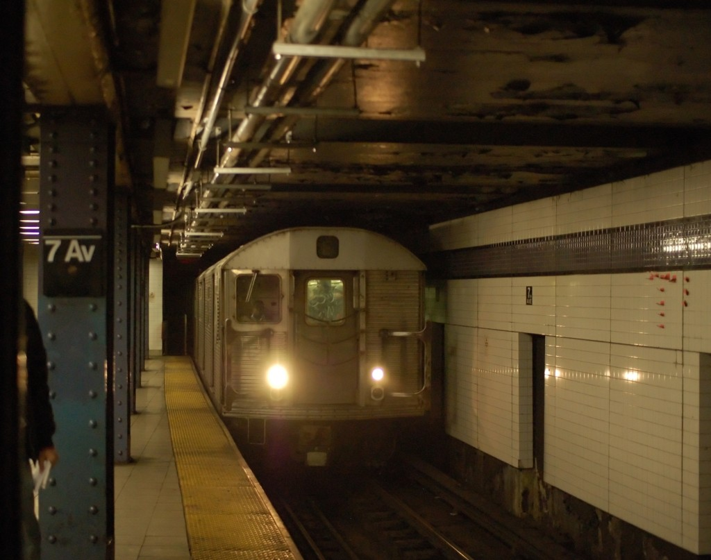 (203k, 1024x807)<br><b>Country:</b> United States<br><b>City:</b> New York<br><b>System:</b> New York City Transit<br><b>Line:</b> IND Queens Boulevard Line<br><b>Location:</b> 7th Avenue/53rd Street <br><b>Route:</b> E<br><b>Car:</b> R-32 (Budd, 1964)  3655 <br><b>Photo by:</b> Brian Weinberg<br><b>Date:</b> 12/22/2008<br><b>Viewed (this week/total):</b> 0 / 1090