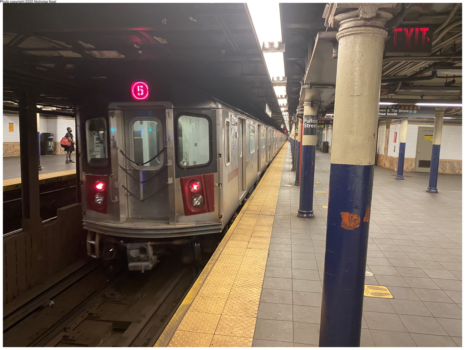 (160k, 1044x687)<br><b>Country:</b> United States<br><b>City:</b> New York<br><b>System:</b> New York City Transit<br><b>Line:</b> IRT Flushing Line<br><b>Location:</b> 33rd Street/Rawson Street <br><b>Car:</b> BMT QX   <br><b>Photo by:</b> Joel Shanus<br><b>Notes:</b> Low-roof 2-car BMT Work Service QX unit on center track, circa 1950<br><b>Viewed (this week/total):</b> 0 / 1547