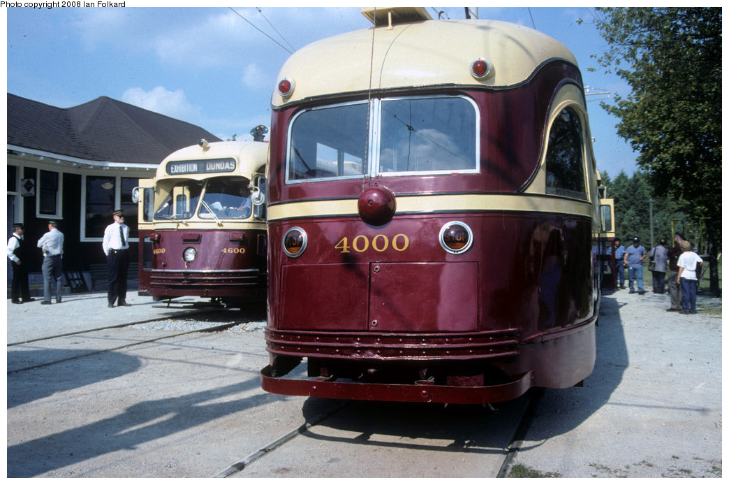 (255k, 1044x694)<br><b>Country:</b> Canada<br><b>City:</b> Toronto<br><b>System:</b> Halton County Radial Railway <br><b>Photo by:</b> Ian Folkard<br><b>Date:</b> 10/2000<br><b>Notes:</b> 4000 at the station with 4600.<br><b>Viewed (this week/total):</b> 0 / 718