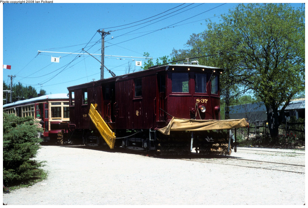 (287k, 1044x705)<br><b>Country:</b> Canada<br><b>City:</b> Toronto<br><b>System:</b> Halton County Radial Railway <br><b>Photo by:</b> Ian Folkard<br><b>Date:</b> 6/1995<br><b>Notes:</b> S37 at the station.<br><b>Viewed (this week/total):</b> 1 / 223