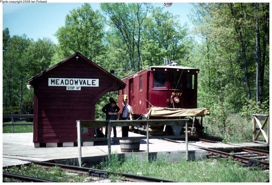 (361k, 1044x711)<br><b>Country:</b> Canada<br><b>City:</b> Toronto<br><b>System:</b> Halton County Radial Railway <br><b>Photo by:</b> Ian Folkard<br><b>Date:</b> 6/1995<br><b>Notes:</b> S37 at east end loop.<br><b>Viewed (this week/total):</b> 0 / 405