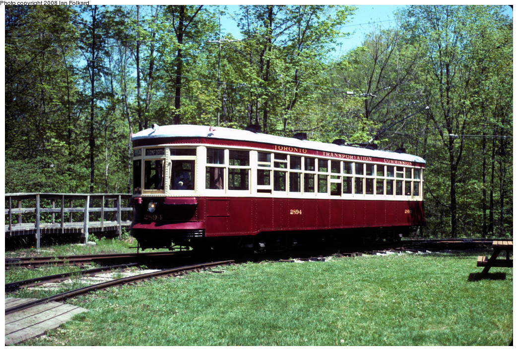 (434k, 1044x708)<br><b>Country:</b> Canada<br><b>City:</b> Toronto<br><b>System:</b> Halton County Radial Railway <br><b>Photo by:</b> Ian Folkard<br><b>Date:</b> 6/1995<br><b>Notes:</b> 2894 entering East End Loop.<br><b>Viewed (this week/total):</b> 0 / 255